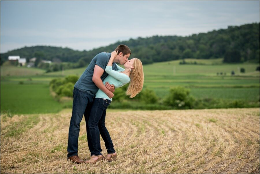 wisconsin-hometown-engagement-session_0010